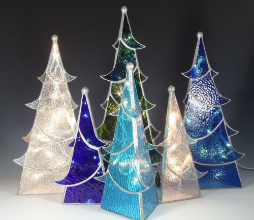 glass-christmas-tree61631ac155e74605.jpg